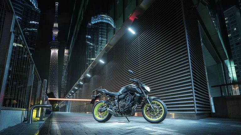 2018-Yamaha-MT-07-EU-Night-Fluo-Static-001