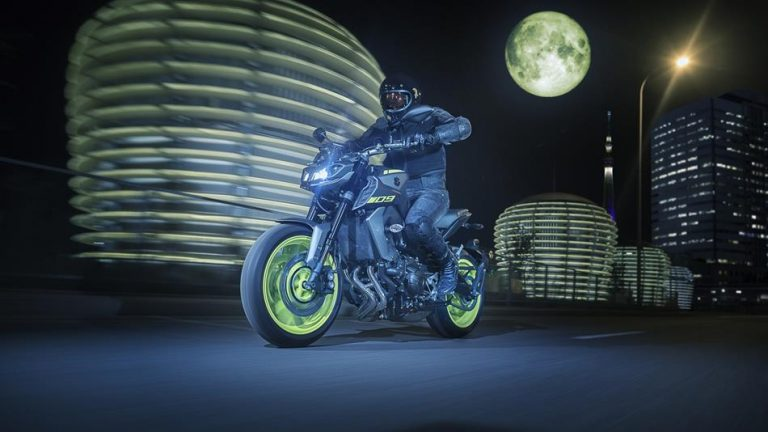 2018-Yamaha-MT-09-EU-Night-Fluo-Action-002