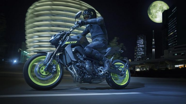 2018-Yamaha-MT-09-EU-Night-Fluo-Action-003